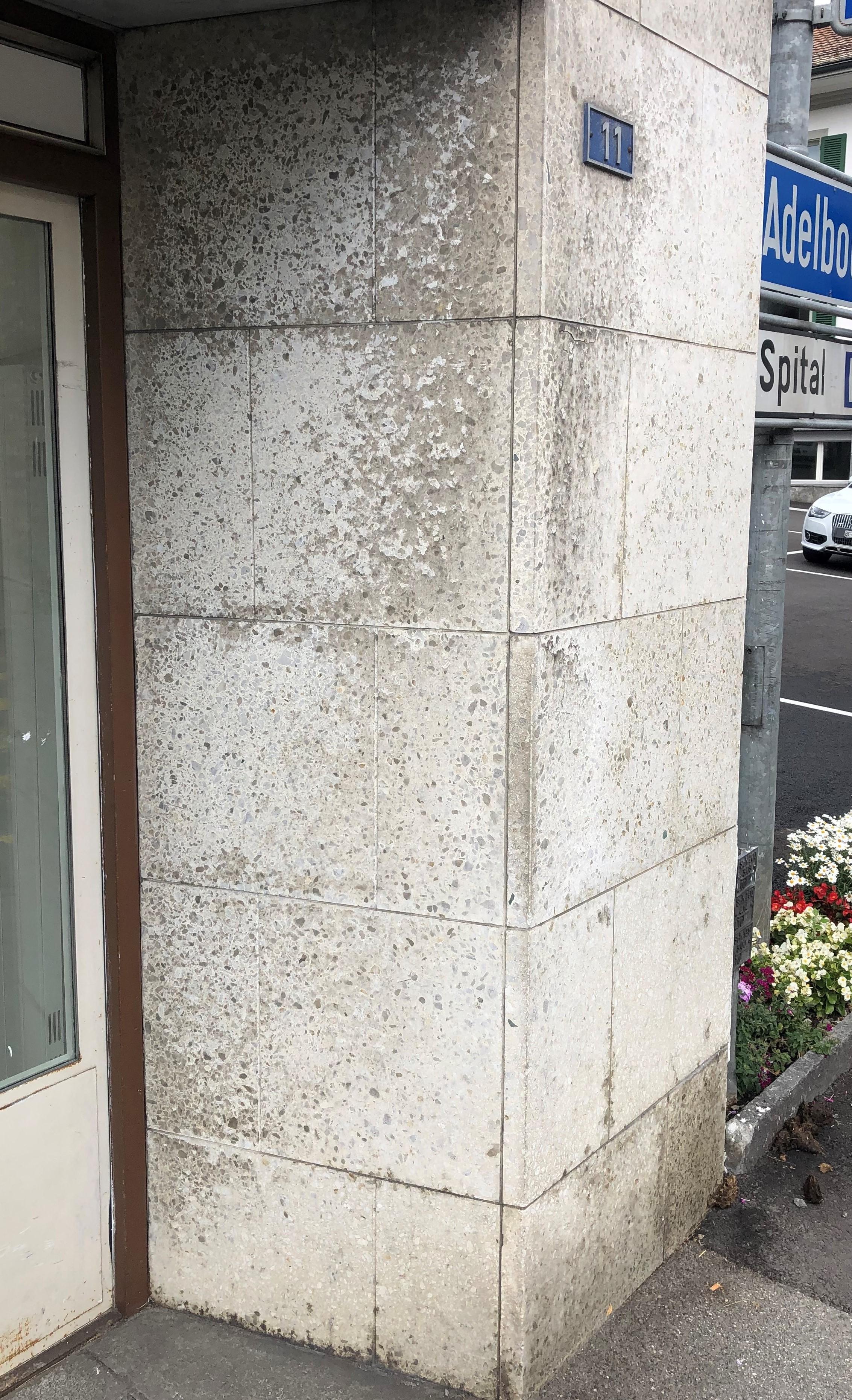 Dreckige Mauer