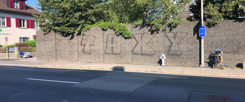 Graffitientfernung von Steinkörben