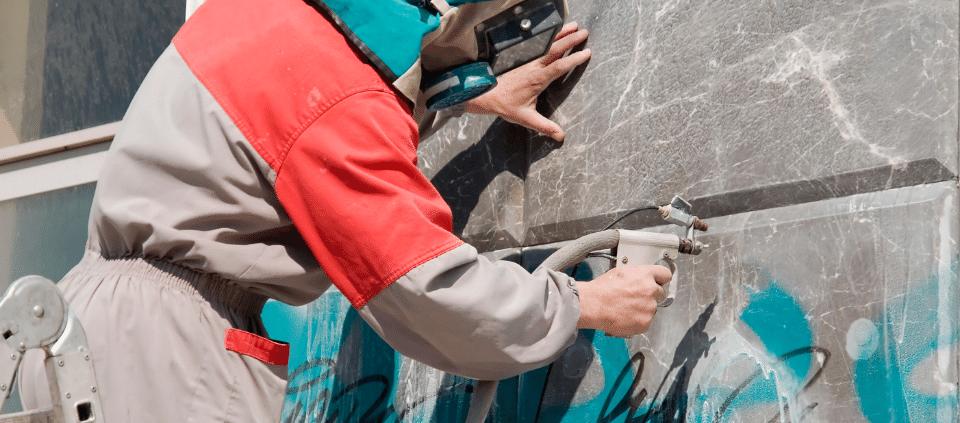 Graffiti einfach entfernen mit dem Stahlverfahren