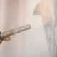 Feuchtstrahlen: die Alternative zum Sandstrahlen